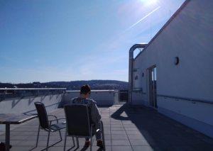Sonntag Vormittag auf der Terrasse im ASPIDA Pflegecampus Plauen