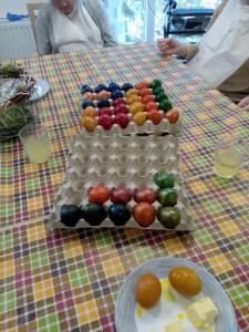 gefärbte Eier der ersten Etage im ASPIDA Pflegecampus Plauen