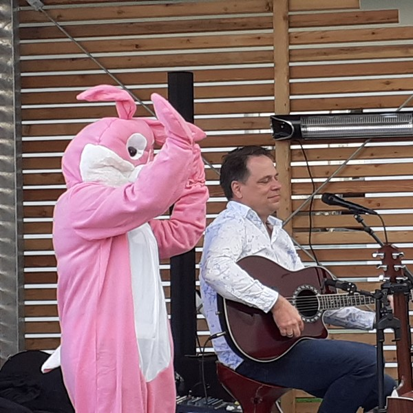 Hoffest zu Ostern im ASPIDA Pflegecampus Plauen 2021 mit Jens Stöter und Hasi