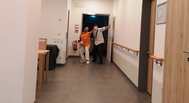 Anja und Max gehen nach Hause
