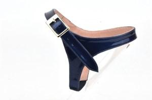 solution pour garder ses escarpins, sangles amovibles en cuir bleu