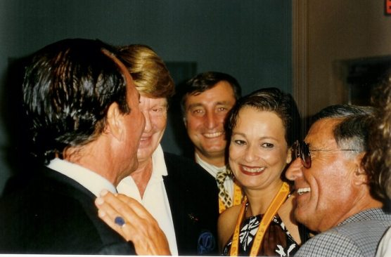 Julio Iglesias compartiendo con María Juliana, Enrique Garea, Enrique Loras Director General de SGAE y Xavier Roy Presidende del Midem