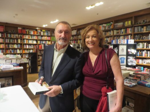 Arturo Pérez Reverte y María Juliana Villafañe