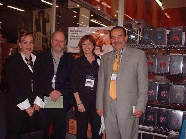 Los Escritores Laura Hernández, Gerardo Reyes, María Juliana y el periodista-escritor Enrique Córdoba