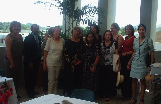 Algunas escritoras fueron recibidas en La Universidad de Puerto Rico, recinto de Mayaguez por la Dra. Loreina Santos Silva y la Dra. Carmen Amaralis Vega, ambas catedráticas y escritoras. Como parte de la actividad compartieron un almuerzo y recorrieron el recinto.