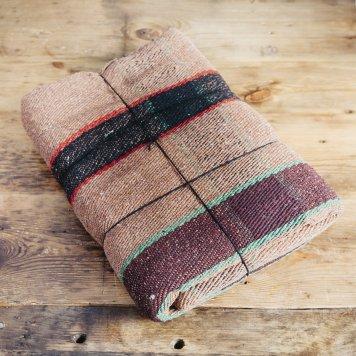 Coperta in lana riciclata nei toni del marrone