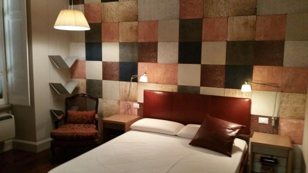 Quadrati di vari colori per questa camera da letto con effetti tridimensionali