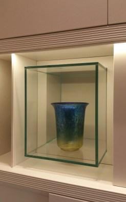Lastre di cristallo per contenere il vaso all'interno di una cornice in legno per creare una sospensione