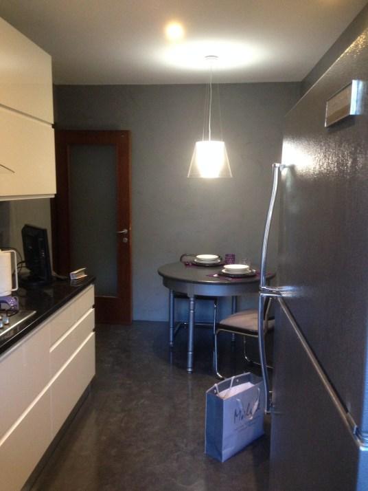 Pareti e pavimento della cucina dopo