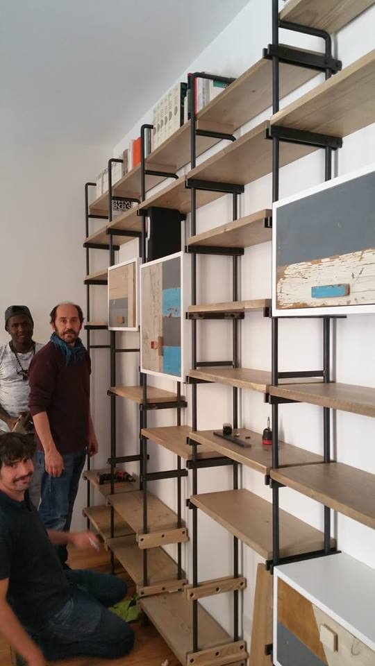 Sanneh, Luca e Nicola alle prese con il montaggio della libreria