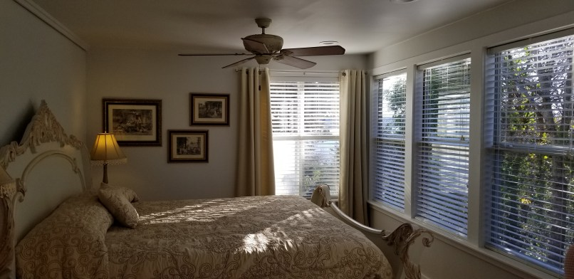 Hangout on Hidden Cove airbnb, Granbury, Texas, bedroom