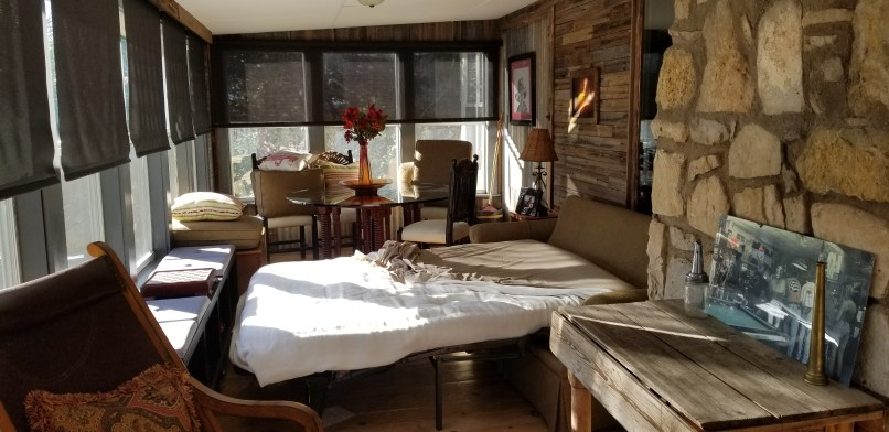 Hangout on Hidden Cove airbnb in Granbury, Texas, sunroom