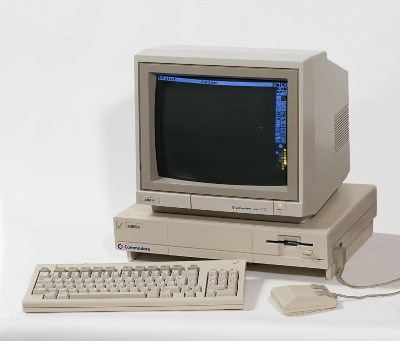 Old desktop computer, https://commons.wikimedia.org/wiki/File:Amiga_1000DP.jpg