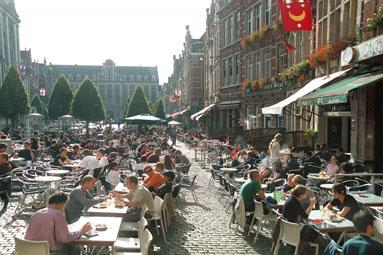 ¿La terraza más grande del mundo? - leuven oude markt - ¿La terraza más grande del mundo?