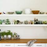 Plassering på åpne kjøkkenhyller –3 ulike stiler