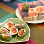 Sommerlig borddekking i retro stil med pangfarger