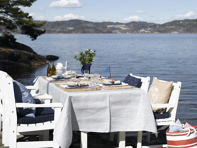 INTERIØRTIPS - BORDDEKKING: Maritimt bord på brygga