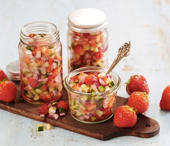 Jordbærsalsa-med-agurk-og-rødløk
