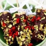 [MAT] LØRDAGSGODT: Pinneis med sjokoladetrekk