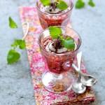 Granatepleparfait med chiafrø, yoghurt og honning