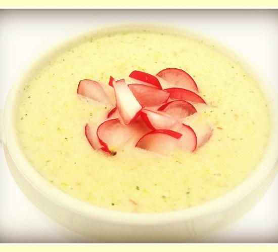 Sunn-oppskrift-på-brokkoli-og-blomkålsuppe-med-mandler