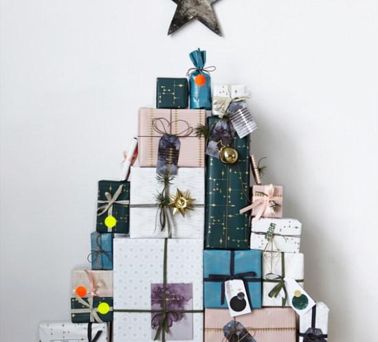 Lag juletre av pakkene som adventskalender