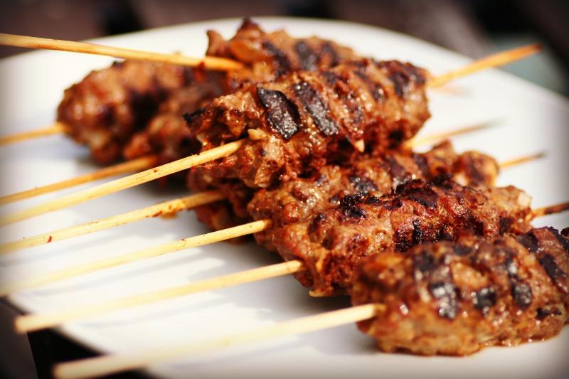 Kebab med hjemmelaget kebabkrydder og -saus
