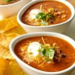 Sterk tomatsuppe med sorte bønner