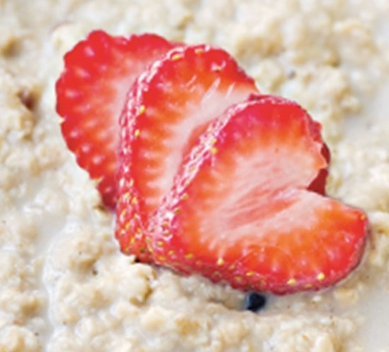 Oppskrift på havregrøt med banan, jordbær og vanilje