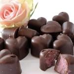 LØRDAGSGODT: Sjokoladehjerter med bringebærfyll
