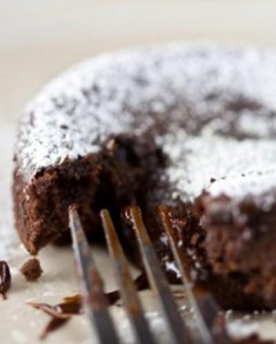 SUNN-OPPSKRIFT-på-Black-Magic-sjokoladekake-til-morsdagen
