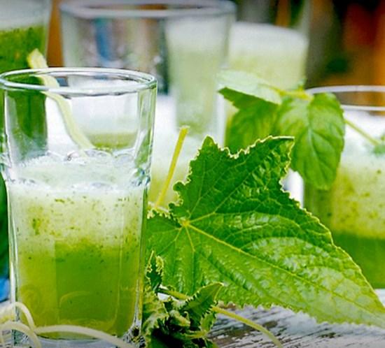 Idemagasinets alkoholfrie drink med agurk, lime og mynte til grillfesten