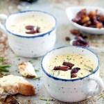 Linse- og blomkålsuppe med feta- og ruccolakrem