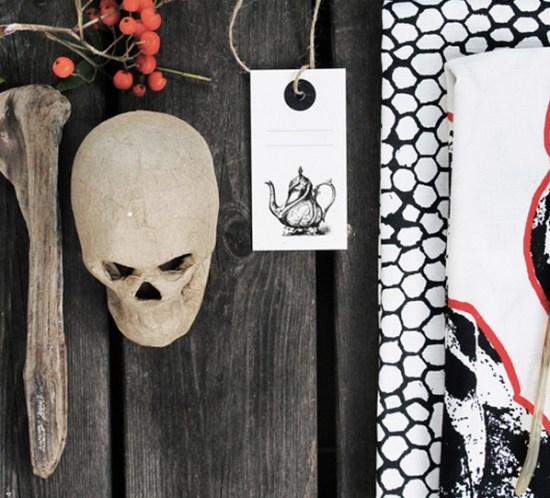 INTERIØRTIPS---BORDDEKKING-av-festbord-med-grafisk-sort-og-hvitt. ©FOTO: IKEA livet hemma