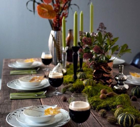 INTERIØRTIPS Borddekking av høstbord med mose