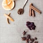 Hvitvinsgløgg med tranebær, appelsin, kanel og kardemomme