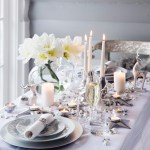 Festlig og frodig bord i hvitt og sølv til jul og nyttår