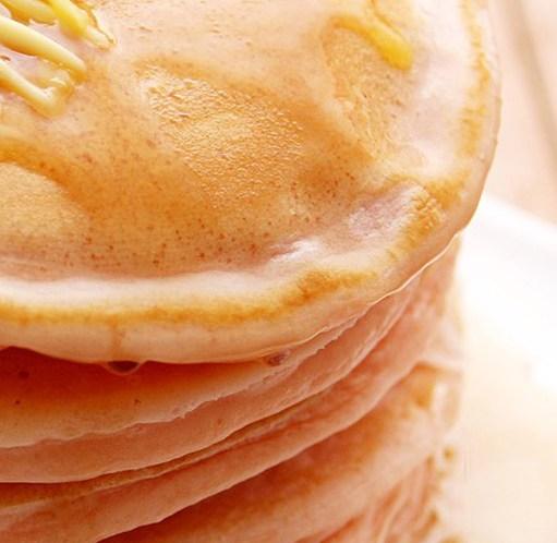 Oppskrift på pannekaker - tykke, tynne, norske, grove og sunne