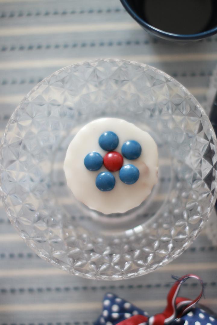 17. mai-muffins dekorert med smarties
