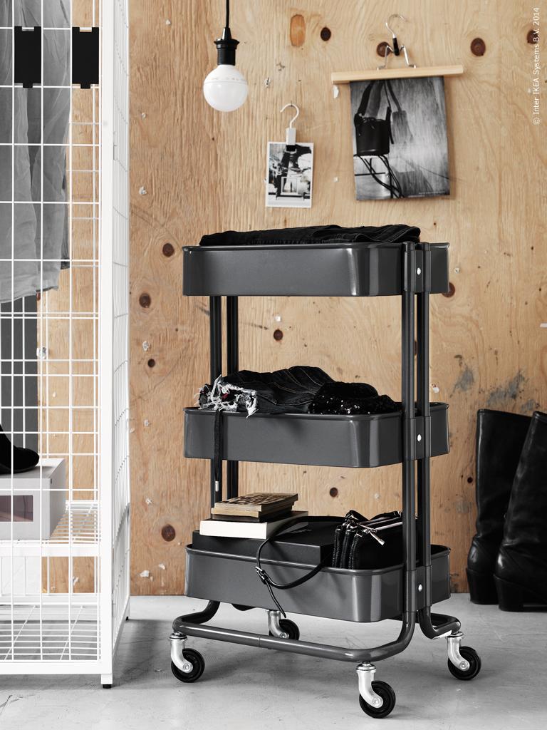 INTERIØRTIPS Oppvebaring av klær, vesker og belter i walk in closet