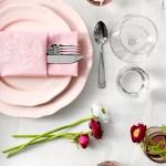 Romantisk festbord i hvitt og to rosa nyanser