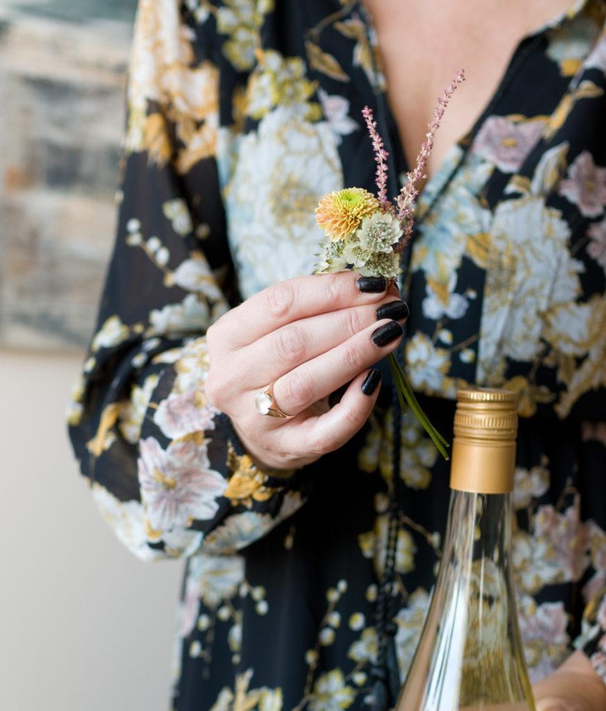 011-blomsterbukett-som-pynt-paa-flasken