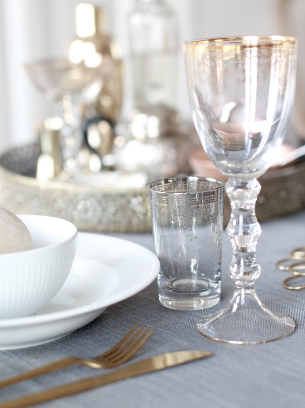 borddekking-i-gratt-hvitt-gull-kobber-messing-og-bronse