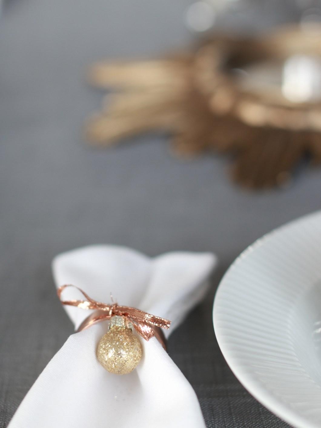 minimalistisk-skandinavisk-og-lys-borddekking