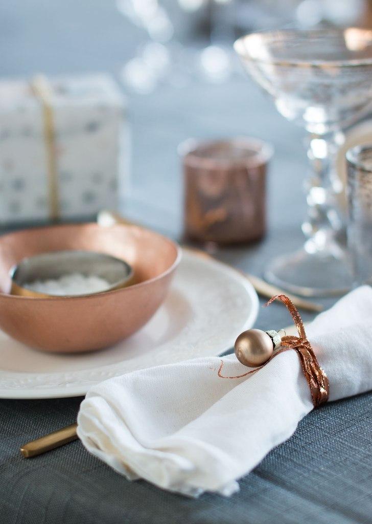 borddekking-av-festbordet-serviettbretting