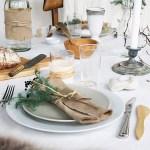 Naturlig og rustikt bord med hjemmelagde linservietter