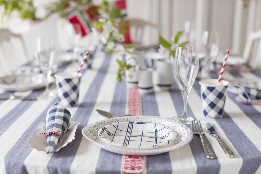 Verdens lekreste 17. mai-bord er dekket med papp!