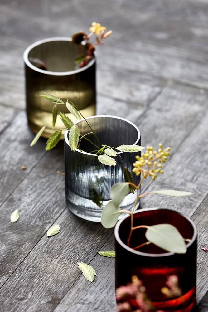 Sart og naturlig med enkle blomster i telysglass