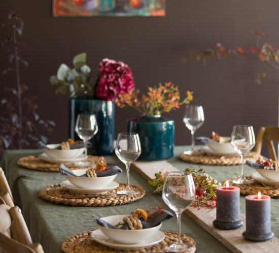 #autumntable #dekkebord #tableplacement #herbstdekoration #dukningstips #falltable #dukningsinspiration #borddekorasjon #borddekkingstips #tabletopstories #tilbordet #høstbord #kreativebord #interiørtips #borddekking