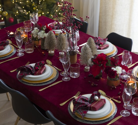 Classical Christmas Table Setting with table cloth in red velvet and tartan napkins